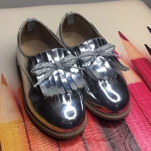 KIDS SILVER OXFORD LOAFERS!
